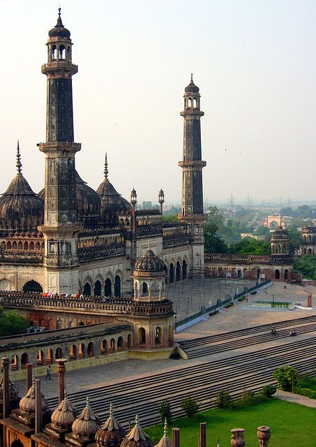 Asfi Mosque at Bara Imambara Complex in Lucknow, India (by KhaLeeL). Take a adventurous road trip there