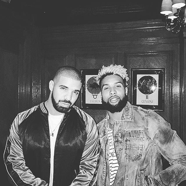 BLKVibes// Diamonds Dancing  #alphablackmen #blackman #blackmen #alpha #guys #swag #dope  #atlanta #miami #dmv #newyork #la #london #paris #urban #bosslife #vibes #drake #success #boss #drizzy #odellbeckhamjr #beardgang #lightskin #ovo #blackandwhite by alphablackmen