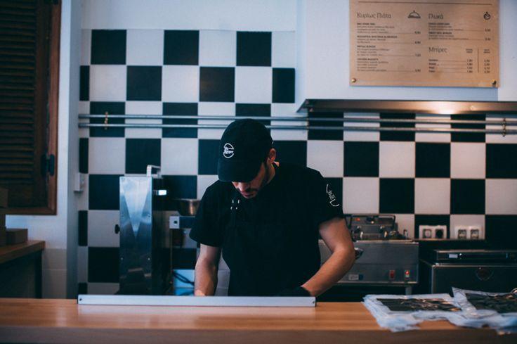 Στo ala Burger αγαπάμε με πάθος να μαγειρεύουμε και να σας προσφέρουμε αυθεντικές ποιοτικές γεύσεις με μεράκι συνέπεια και προσωπική φροντίδα. Με δικές μας συνταγές και ολόφρεσκα υλικά.  Με υψηλές προδιαγραφές ποιότητας και εξυπηρέτησης που μας έχουν αναδείξει σε αγαπημένο γευστικό προορισμό.  Με προετοιμασία στο χέρι και διάθεση να σας εκπλήσσουν κάθε φορά.  To καλό φαγητό δεν είναι απλώς η φιλοσοφία μας είναι το πάθος μας. Γι αυτό και θέλουμε να ξέρουμε ότι απολαμβάνετε το φαγητό σας κάθε…