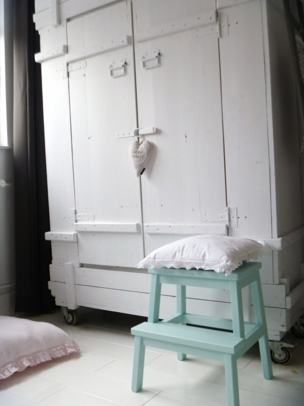 *Trapje ikea schilderen, €16,- bij #interieurroulette http://interieurroulette.nl