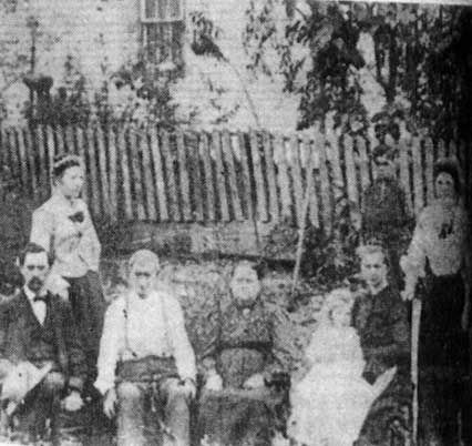 Allen_Family.jpg (426×402) Front L - R John, Reuben & Lavine Allen, Victoria Patton Back John's wife Vincey and Nelse Allen