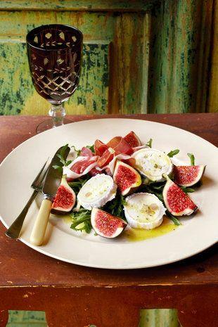 Vars-vye-met-bokmelkkaas-en-parmaham-slaai | SARIE | Fresh fig with goats cheese and parmaham salad