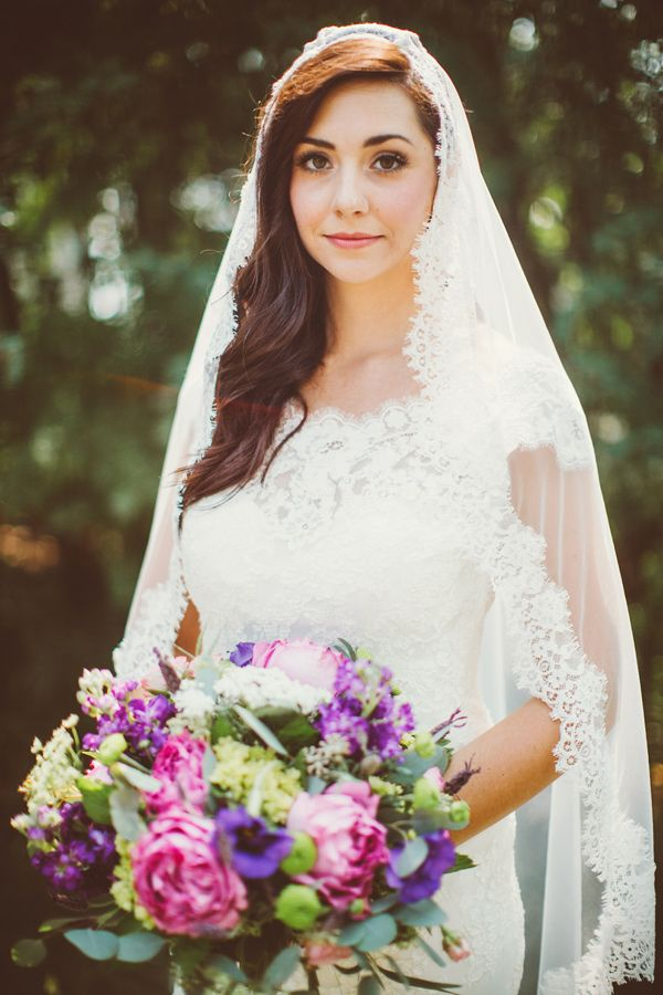 Spanish bridal veil, photo by David Guenther http://ruffledblog.com/leduc-stone-barn-wedding #mantilla #weddingveil
