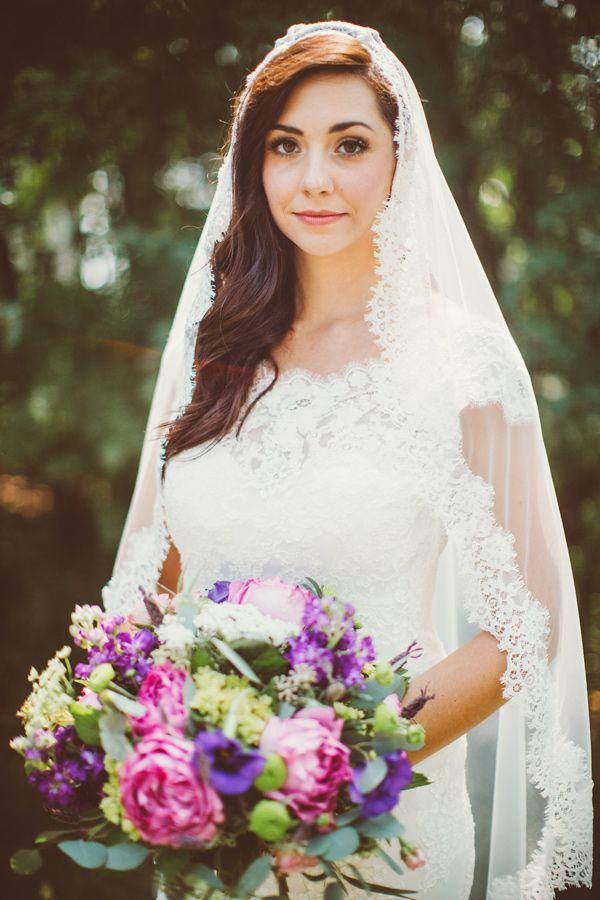Spanish bridal veil, photo by David Guenther http://ruffledblog.com/leduc-stone-barn-wedding #mantilla #weddingveil
