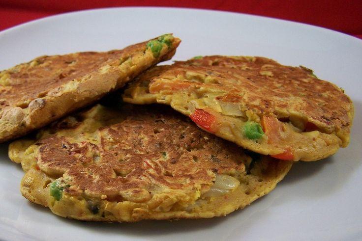 Pudla, pannenkoekjes van kikkererwtenmeel met groentenvulling