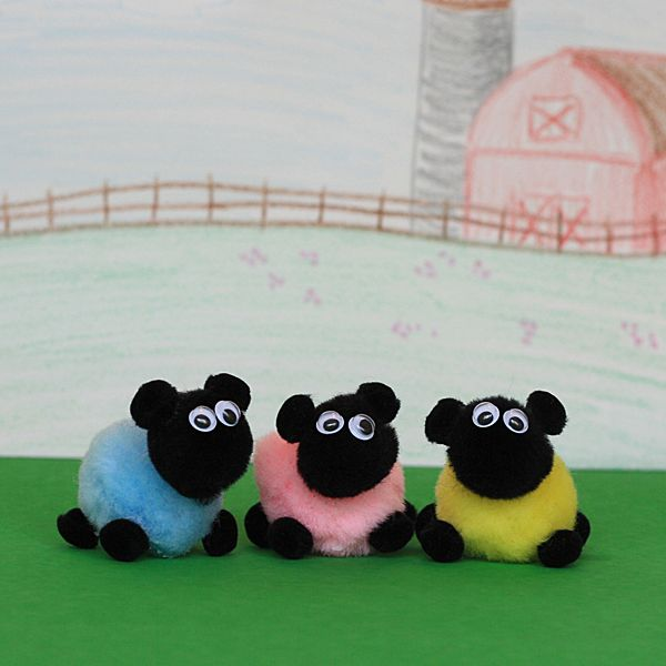 How sweet are these little sheep made from pom poms?? What af un Easter or spring craft for the kids :)