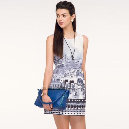 Emulate Carrie Bradshaw's style from the television series 'Sex and the City' with the most popular version of the #baguettebag from #Baggit and team it with a monochrome dress, a long chain and don't forget the attitude. Get hold of this accessory available at any Exclusive Baggit stores or www.baggit.com.  Shop Here : https://goo.gl/5Gmsfq