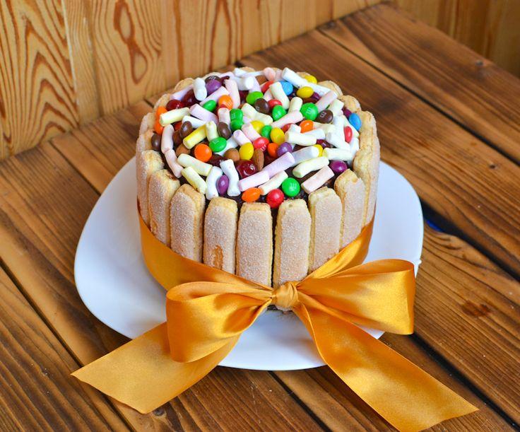 Торт для девчачей радости: в основе брауни и ореховый бисквит, кремчиз и пьяная вишня!