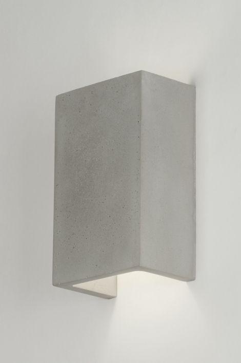 Haga clic en este enlace . tienda online :   https://www.lumidora.com/es/artikel/Aplique_de_pared-72424-Moderno-Rural_rustico-Aspecto_industrial-Gris_cemento-Concreto-Rectangular  Sin gastos de envío  Apliques de pared  / Lámpara de escritorio / dormitorio lámpara /  Lámpara de pared elegante, de hormigón, hecha de forma rectangular.  La lámpara está abierta por ambos lados de manera que la luz ilumina la pared.  La estructura está hecha de hormigón finamente pulido y es de color gris.