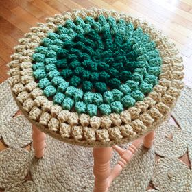 Free tutorial for crocheted stool cover