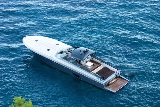 Per chi non bada a spese, una vacanza nel mare blu. http://www.nuvolari.tv/recensioni--/itama-75-charter-di-lusso