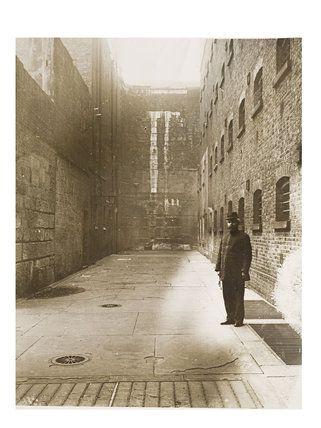 Inner courtyard of Newgate Prison, c.1895