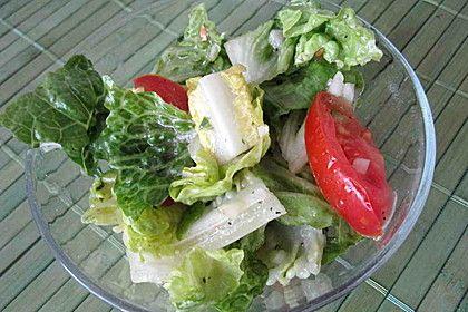 Romana-Tomatensalat an Basilikumdressing