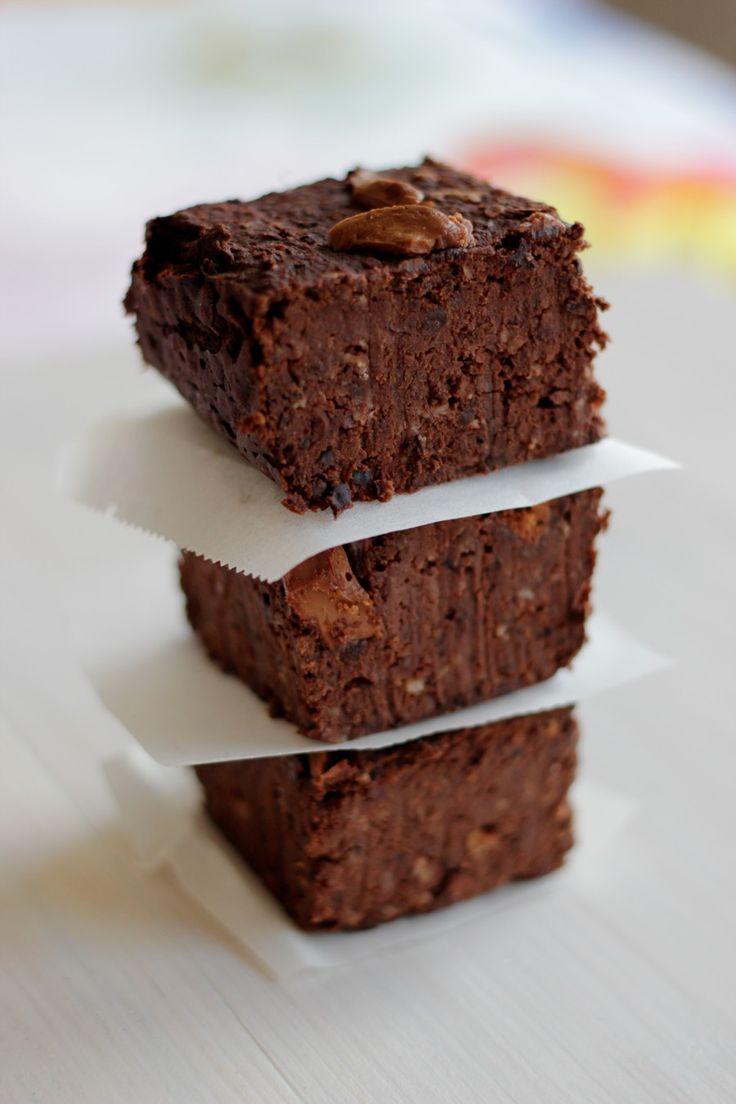 Soms denk ik bij een recept, dat kan echt echt niet, dat kan onmogelijk lekker zijn. Zo ook bij de Black Bean Brownies, dat kan toch niet brownies gemaakt met bonen. Maar ik zag ze op meerde…