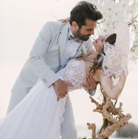 Kenan Doğulu ve Beren Saat'in düğünü. Yaklaşık 2.5 yıldır birlikte olan Beren Saat ve Kenan Doğulu çifti Los Angeles'ta mutlu sona ulaştı. Ü...