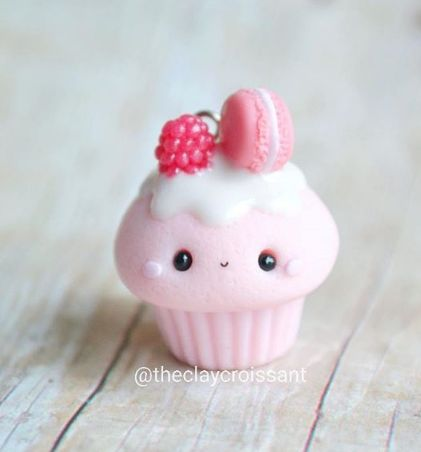 This would be adorable mini cupcakes and fondant topper!