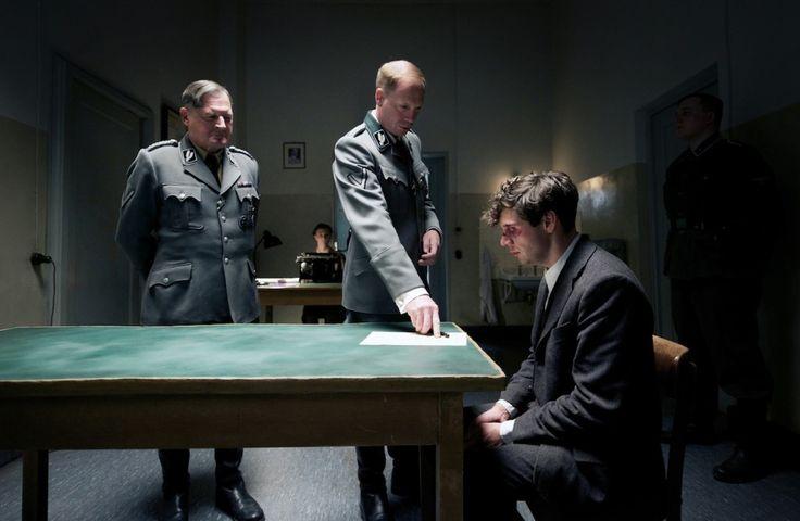 Arthur Nebe (Burghart Klaussner),   Heinrich Muller (Johann von Bülow), Georg Elser (Christian Friedel).ELSER,FILM VON OLIVER HIRSCHBIEGEL