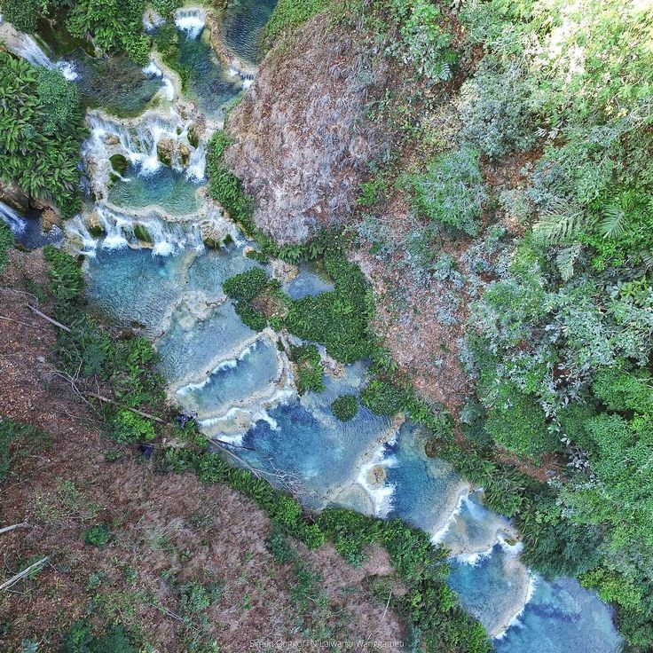 """Air terjun Kanabu Wai, salah satu air terjun yang berada dipulau Sumba, Air terjun ini memiliki keunikan karena terdapat beberapa air terjun di satu…"""