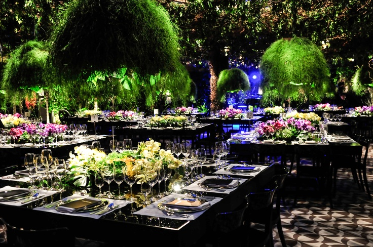 Dinner ambiance on the occasion of the Brazil Global store opening © Louis Vuitton / Midori De Lucca