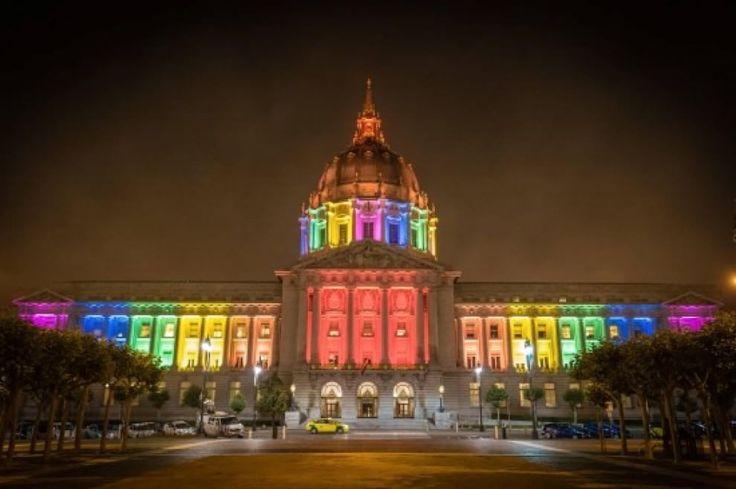 Nozze gay legali: gli Usa si tingono coi colori dell'arcobaleno
