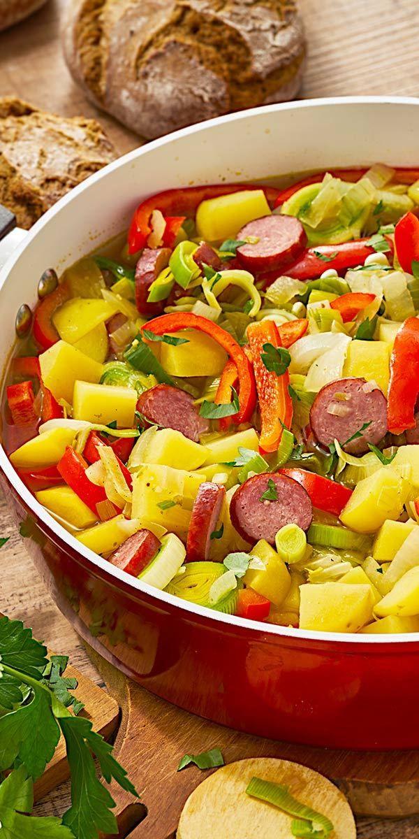 Wenn es draußen kühler wird, haben wir wieder richtig Lust auf Suppen und Eintöpfe. Wenn es euch genauso geht, dann solltet ihr unser Rezept für den Paprikatopf ausprobieren. Mit viel Paprika und leckeren Kartoffeln schmeckt es wunderbar herzhaft.