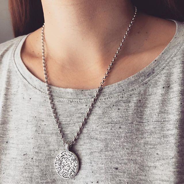 • Arizona Love • 〰️🌸🌵 #twininas #twininastales #discnecklace #necklace #layeringjewelry #chainnecklace #details #fashion #fashionjewelry #potd #jewelryaddict #instajewelry #fashionjewelry #bohonecklace #bohemian #style #fashiongram #bohogirls #stylegram #instafashion #instastyle #giftideas #jewelrylovers #moodoftheday #arizonalove #justgoshoot #silvergirl #foryou