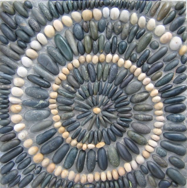 pebble mosaic | Stepping stone. 24 x 24 (61 x 61 cm). 2007.