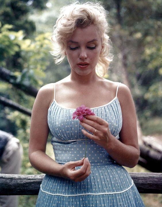GALERIE: 54 let od smrti Marilyn Monroe: Šokující fotky z pitevny | FOTO 1 | Blesk.cz