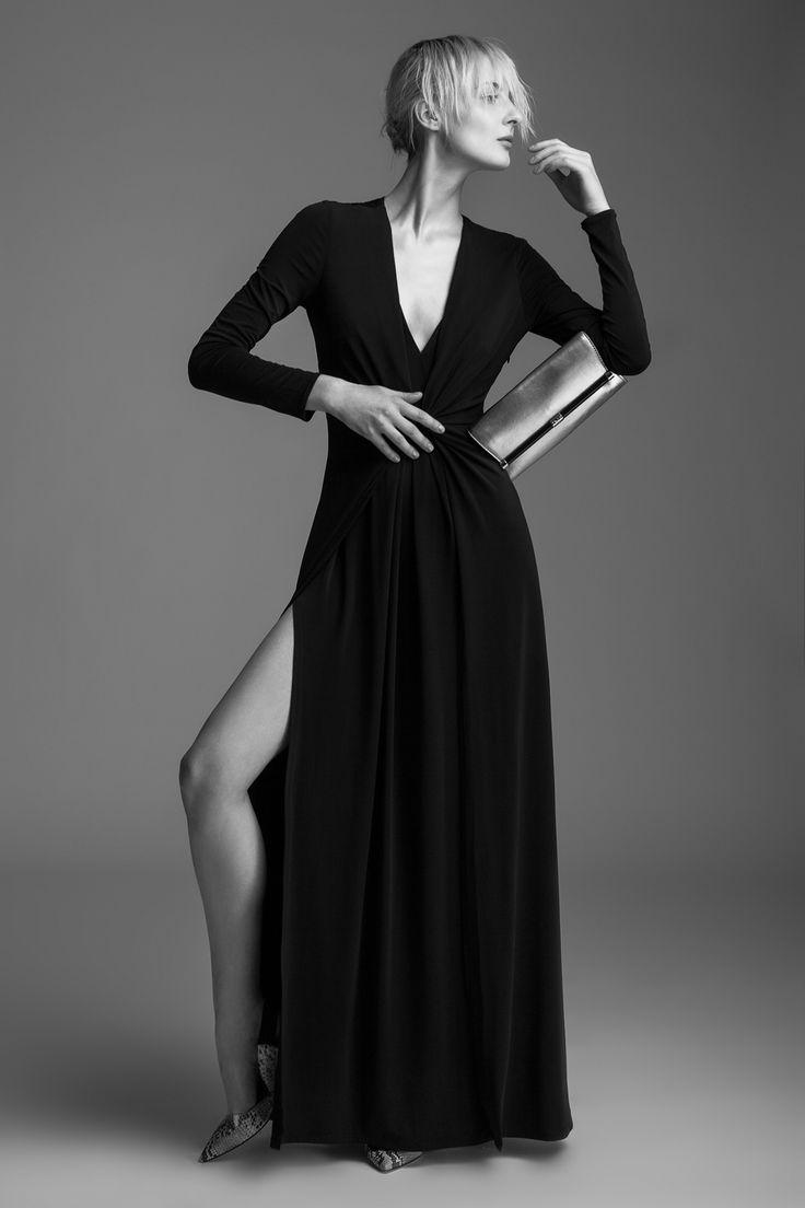 Dress Halston Heritage, 17 490 CZK Clutch Diane von Furstenberg, 5290 CZK High heels Diane von Furstenberg, 9490 CZK