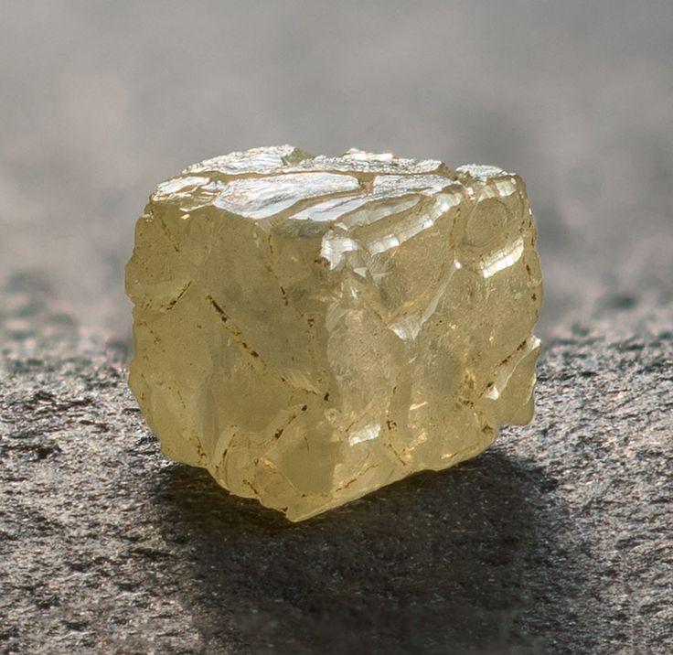 как выглядит необработанный камень алмаз фото