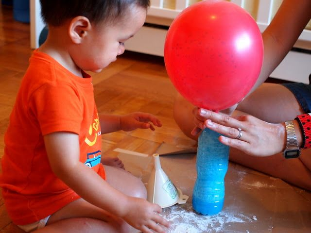 Baking soda + vinegar --> Balloons blown up!