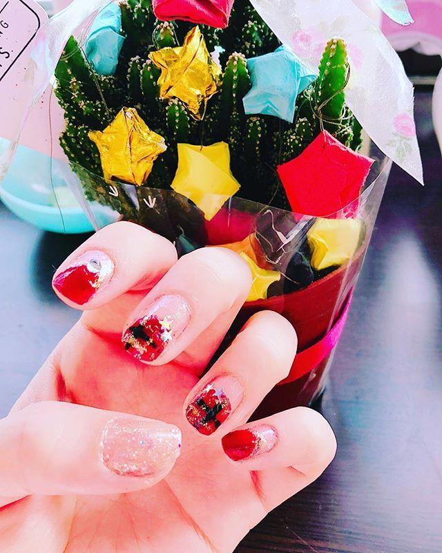 メリークリスマスイブ🎅🎄✳🌟✨ 宮本と一緒に💝🎄🌵💋💕 * クリスマスネイル クリスマスカラー ネイル nail セルフネイル  ほぼ100均ネイル セルフネイル部