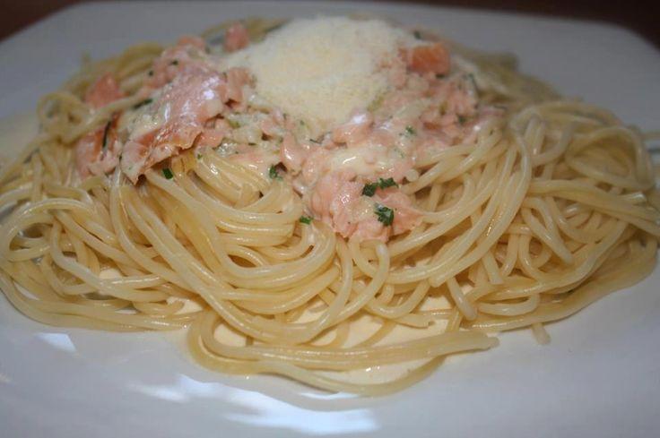 Špagety+s+omáčkou+z+uzeného+lososa