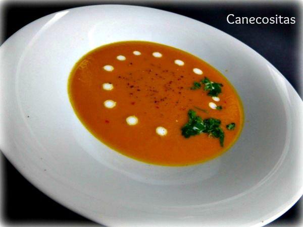 CREMA DE ZANAHORIA CON LECHE DE COCO Un plato ligero, con tan sólo 140 kcal por ración. Sirvelo en plato o chupitos decorados y será un primero original en tu 2mesa.