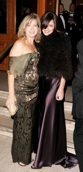 Penny Smith Photos Photos - (UK TABLOID NEWSPAPERS OUT) Presenters Penny Smith (L) and Davina McCall arrive at the National Television Awards 2005 at the Royal Albert Hall on October 25, 2005 in London, England. - National Television Awards 2005 - Arrivals