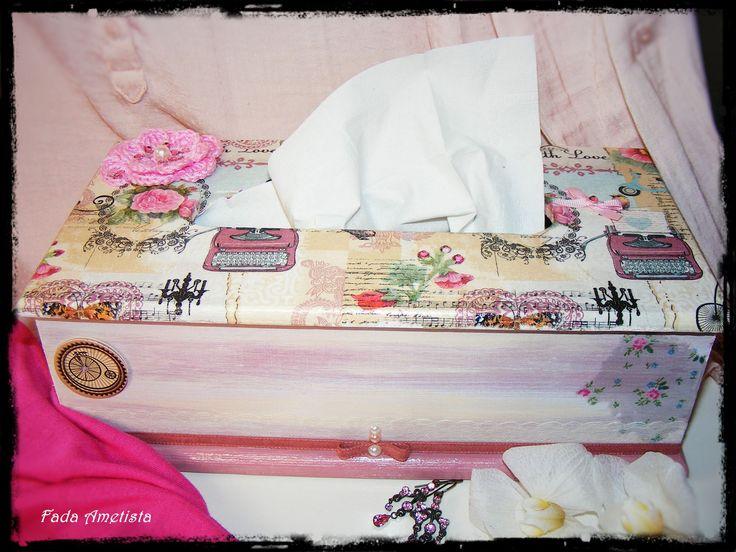 Caixa em madeira para lenços de papel ● Vintage ● Retro Chic Decoupage.https://www.facebook.com/FadaAmetista/photos/a.1592361051081362.1073741840.1589593488024785/1625131007804366/?type=3&theater
