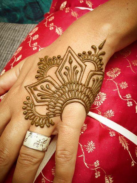 simple henna fingers