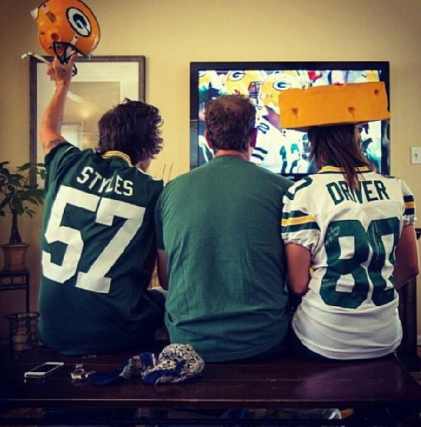 I bet he only likes the packers b/c cheese heads lol<- We were watching the same game! :) Wasn't rooting for the packers though.....
