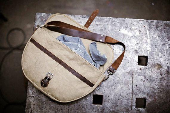 Mens Canvas and Leather shoulder Bag.