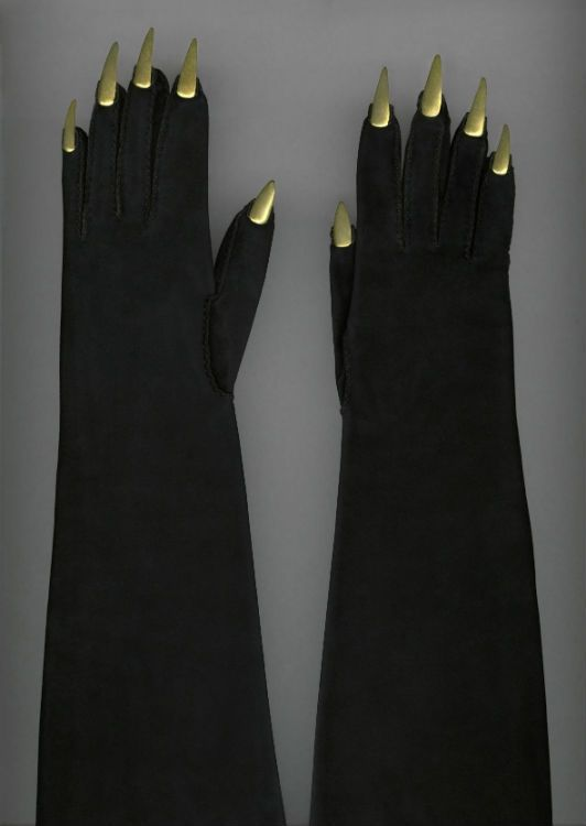 Elsa Schiaparelli, evening gloves, circa 1936