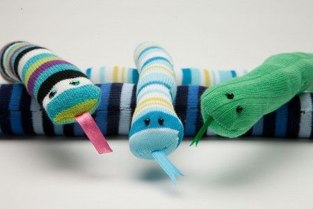 Striped Sock Snake Tutorial - #crafts for kids!