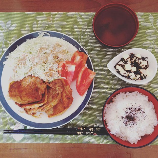 . ====Today's Lunch==== 🔺Grilled Miso Pork 🔺Salad 🔺Miso Soup 🔺Rice 🔺Cream Cheese w Salted Kelp ====本日のランチ=== 🔻豚の味噌焼き 🔻サラダ 🔻味噌汁 🔻ごはん 🔻クリームチーズの塩こんぶ和え **** I don't normally eat pork, but I decided to cook it for practice.  普段はあまり豚肉を食べないけど、練習のため作ってみました。 **** #lunch #grilledpork #pork #diet #japanesefood #homemade #homecook #homefood #foodporn #foodgasm #foodstagram #instafood #eathealthy #weightloss #misopork #ランチ #味噌焼き #豚肉 #おうちごはん #手料理 #レコーディングダイエット #ダイエット #ダイエッター #ダイエット仲間募集 #ダイエット日記…