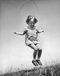 Resultado de imagen para niños saltando la cuerda
