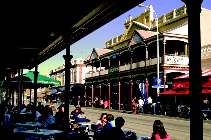 Eat, drink, shop and people watch - the Cappuccino Strip, Fremantle