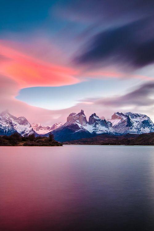 Cuernos del Paine en Parque Torres del Paine, Magallanes, Chile. by Manuel Fuentes