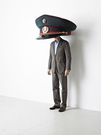 ★駅長さんは美男子! 帽子が大きすぎて、顔が見られない。 この駅長さん、美男子なんだよね。きっと。
