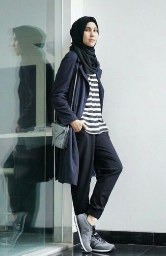 Sporty hijab style- Modern Hijab Street styles http://www.justtrendygirls.com/modern-hijab-street-styles/
