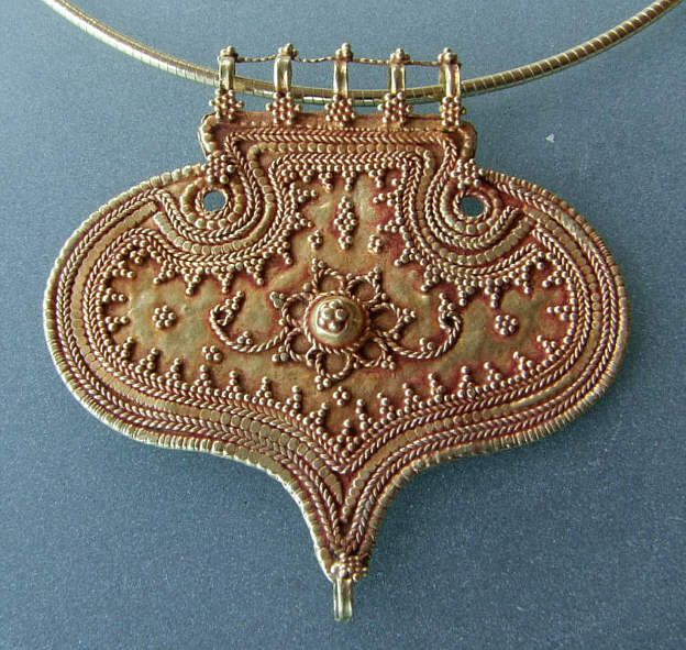 Rajasthan Type 	 pendant Age/Period 	19th Century  Material 	Gold Condition 	excellent Description	very fine granulation