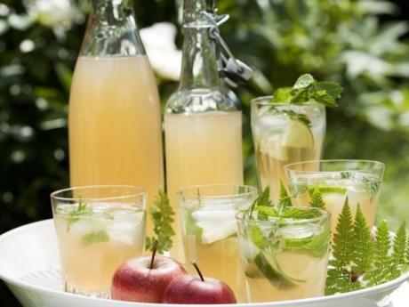 Av den smakrika äppelsaften görs en svalkande, alkoholfri drink.