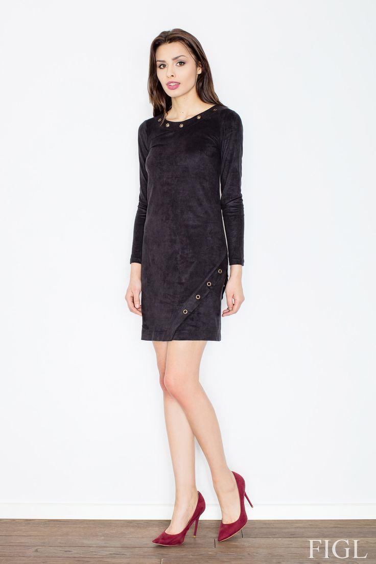 """Delikatny, cieniutki meszek na materiale, który nadaje sukience delikatności i miękkości. """"Zamszowe"""" sukienki to absolutny hit! #zamsz #sukienka #stylizacja #moda #skleponline #szpilki #czerń #ircha"""